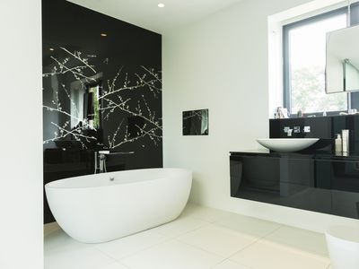 Consider Black For A Dramatic Bathroom Ideas