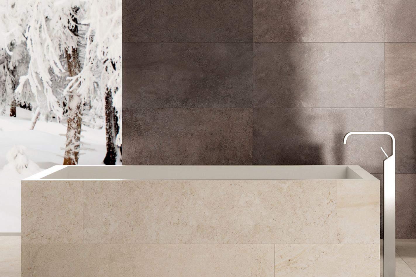 Bañera de piedra y azulejos