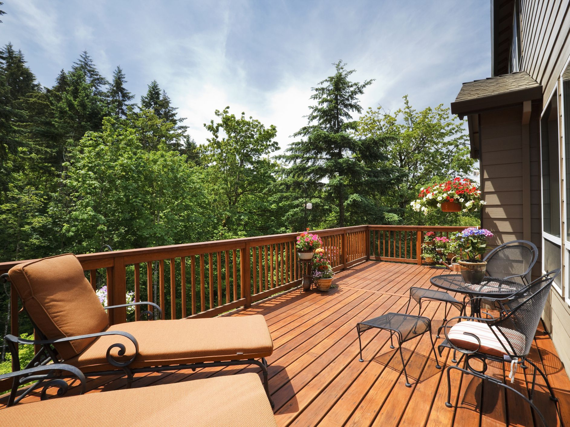 How To Seal A Deck With Thompson S Waterseal
