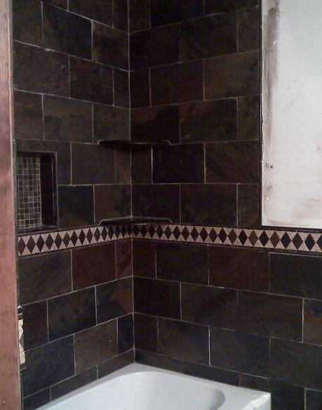 Tina de azulejos oscuros