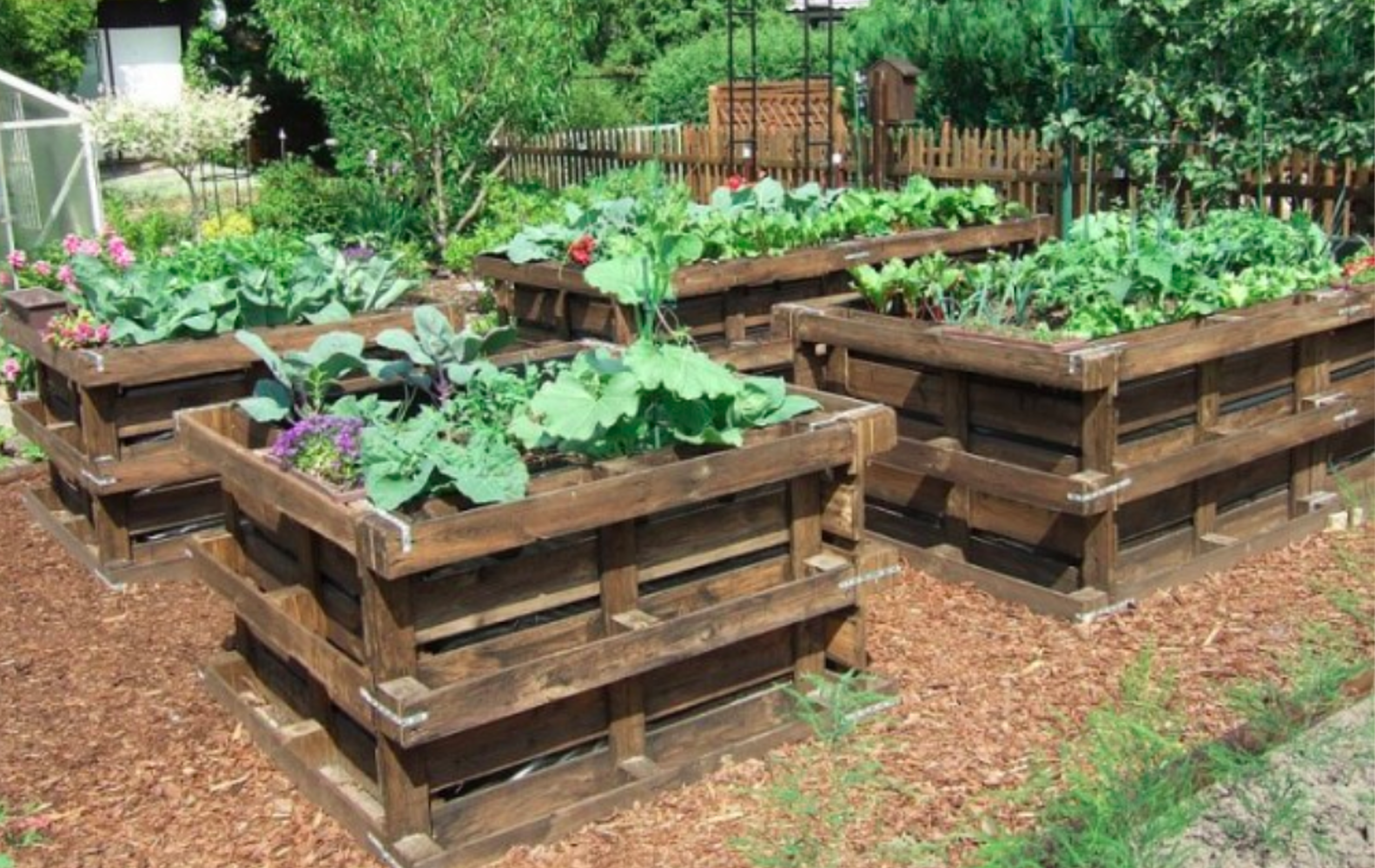 4 Wood Pallet Ideas for the Garden