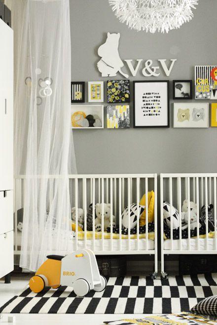 Vivero gemelo negro, blanco y gris con toques de estilo amarillo y nórdico