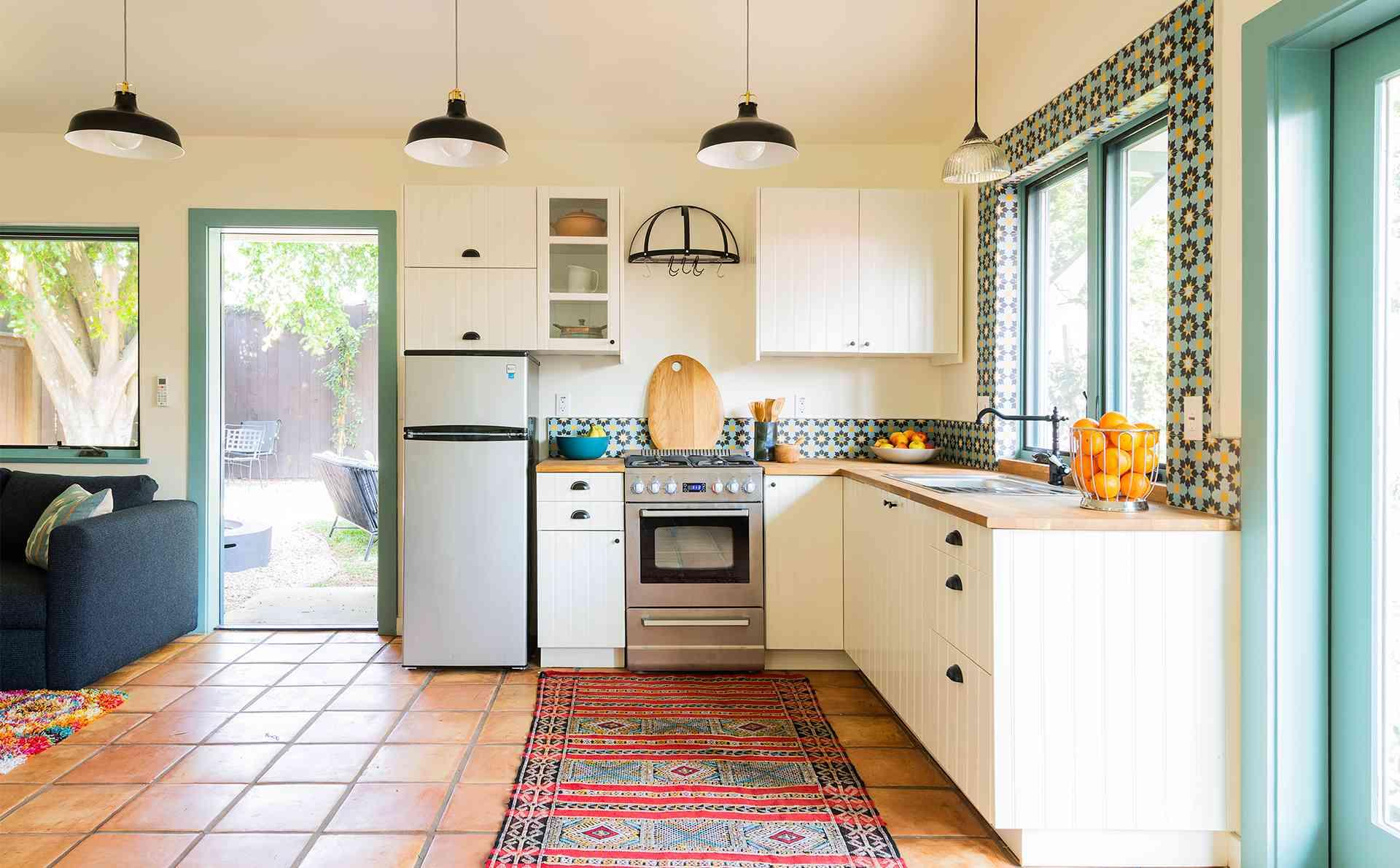 baldosas coloridas en la cocina