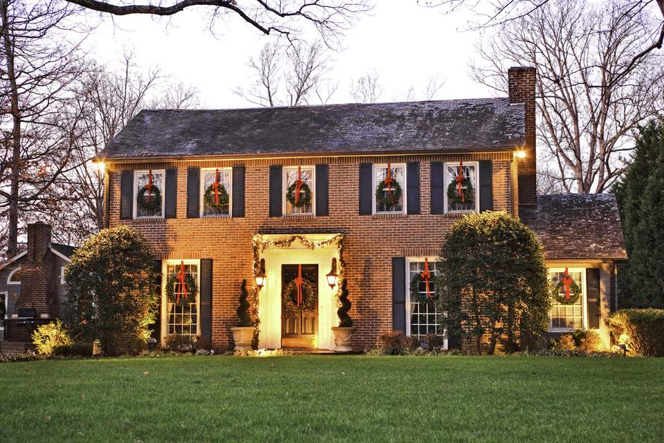 outdoor-holiday-home-curb-appeal.jpg