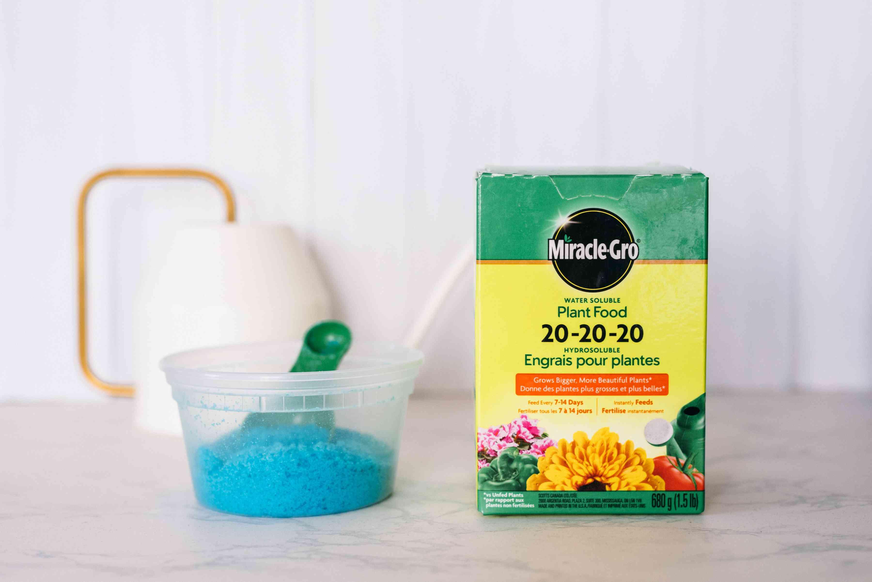 Miracle Gro fertilizer