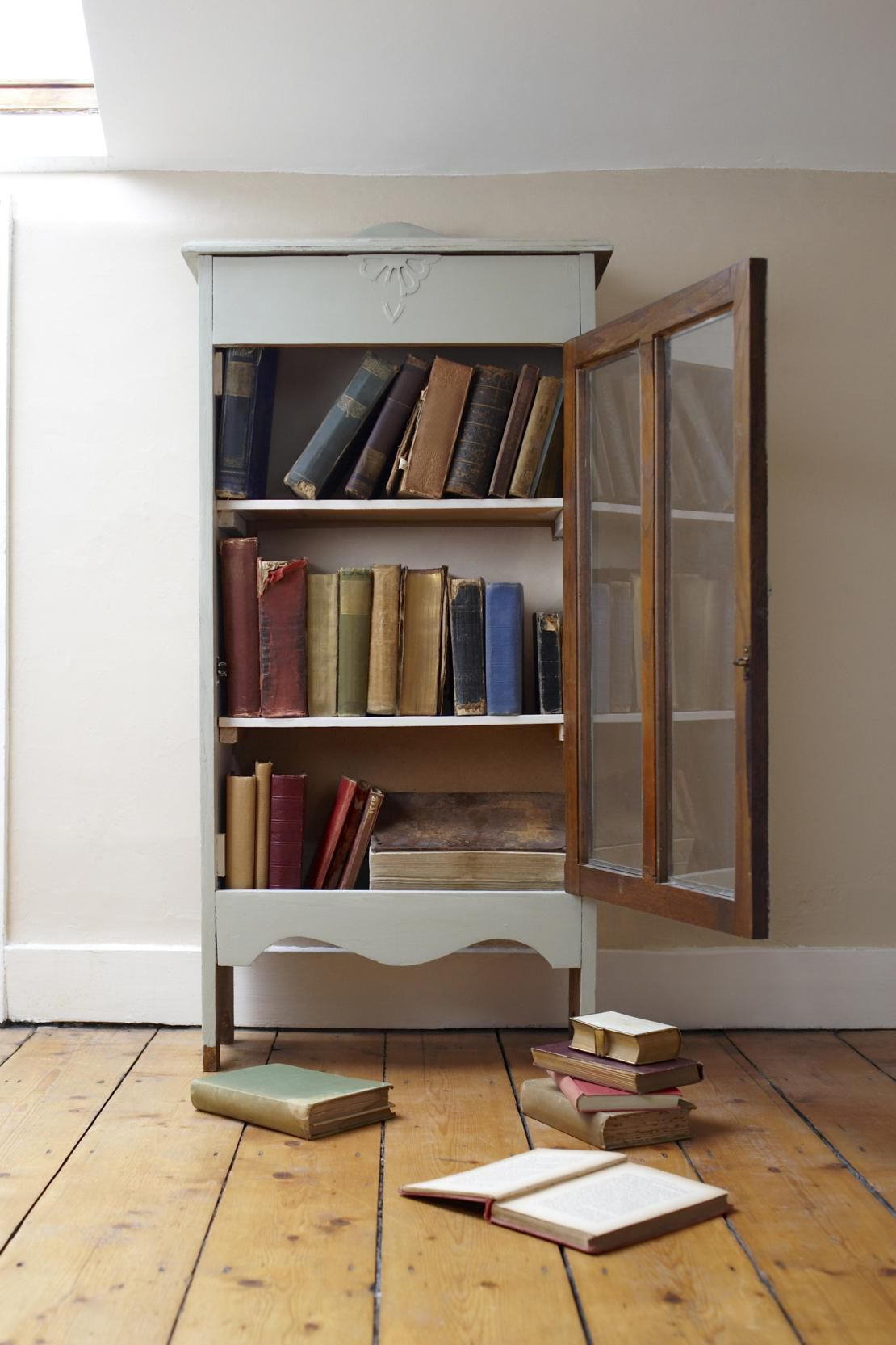 How to Refurbish an Old Bookcase