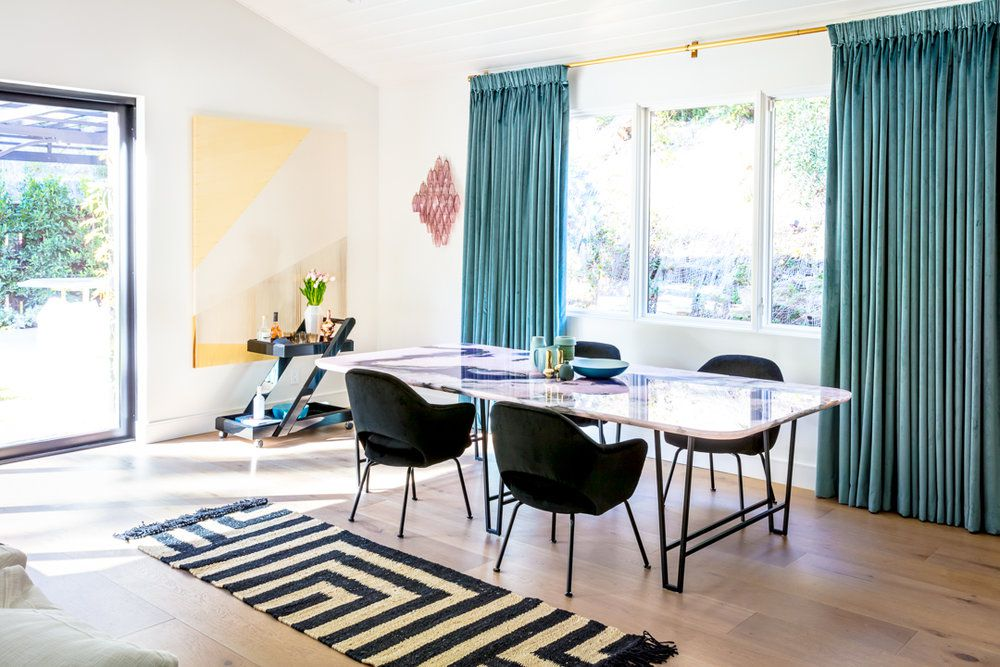 Simple wall decor in modern dining room
