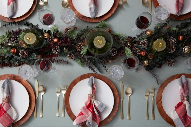 22 Pretty Christmas Table Decorations And Settings