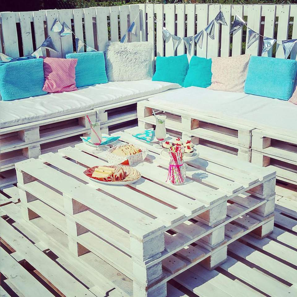 DIY Backyard Pallet Deck