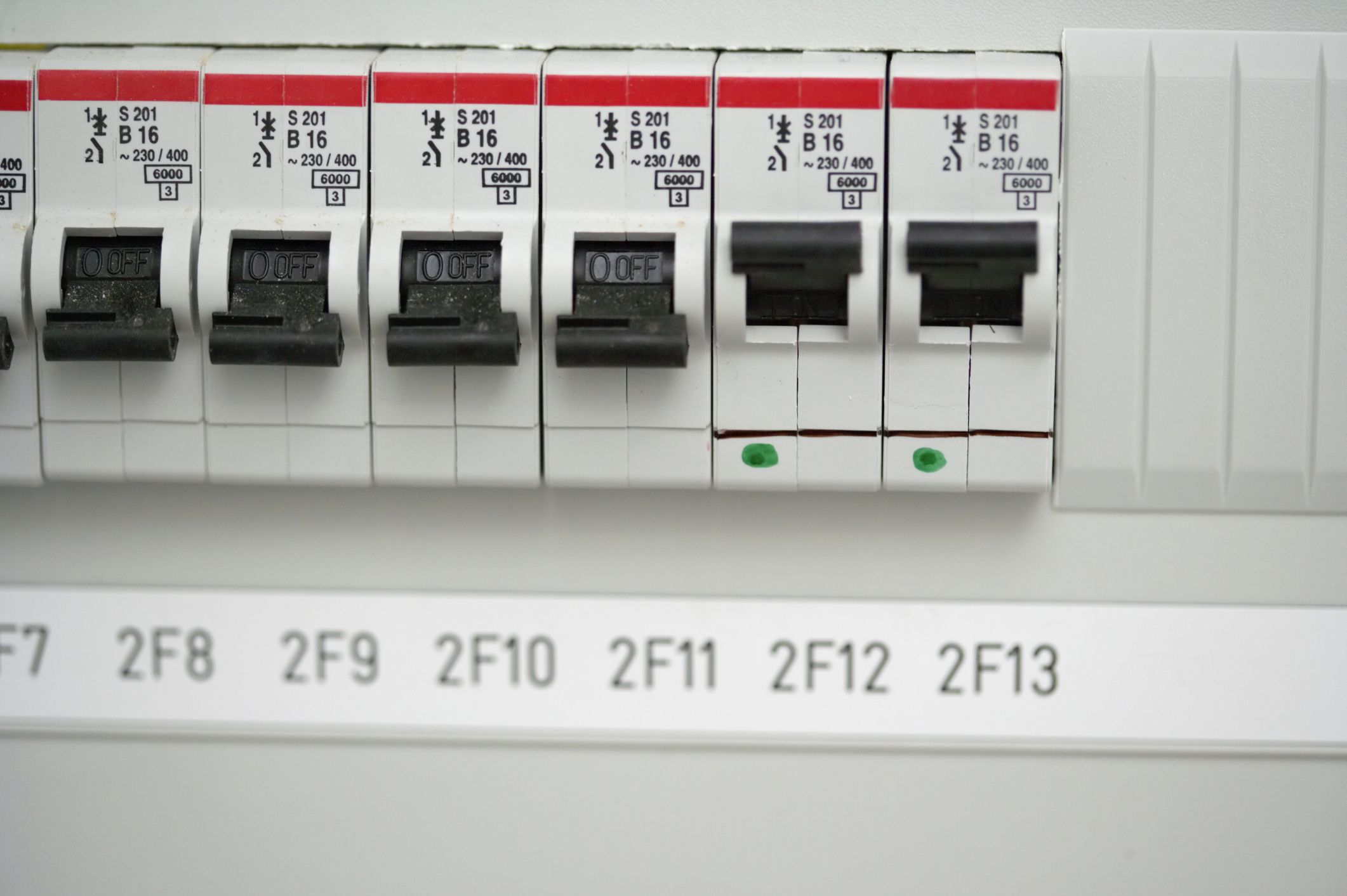 How To Wire And Install An Electrical Outlet Circuit Breaker Vs Fuse Box