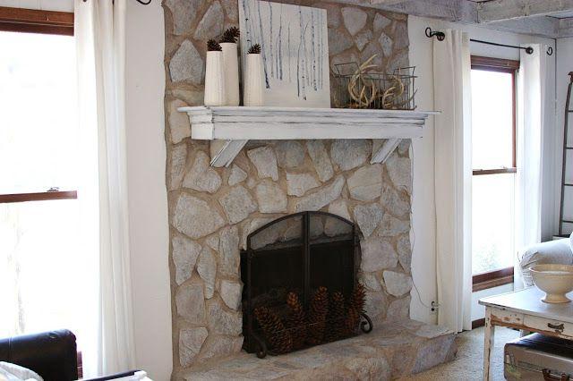 Conos de pino en la chimenea