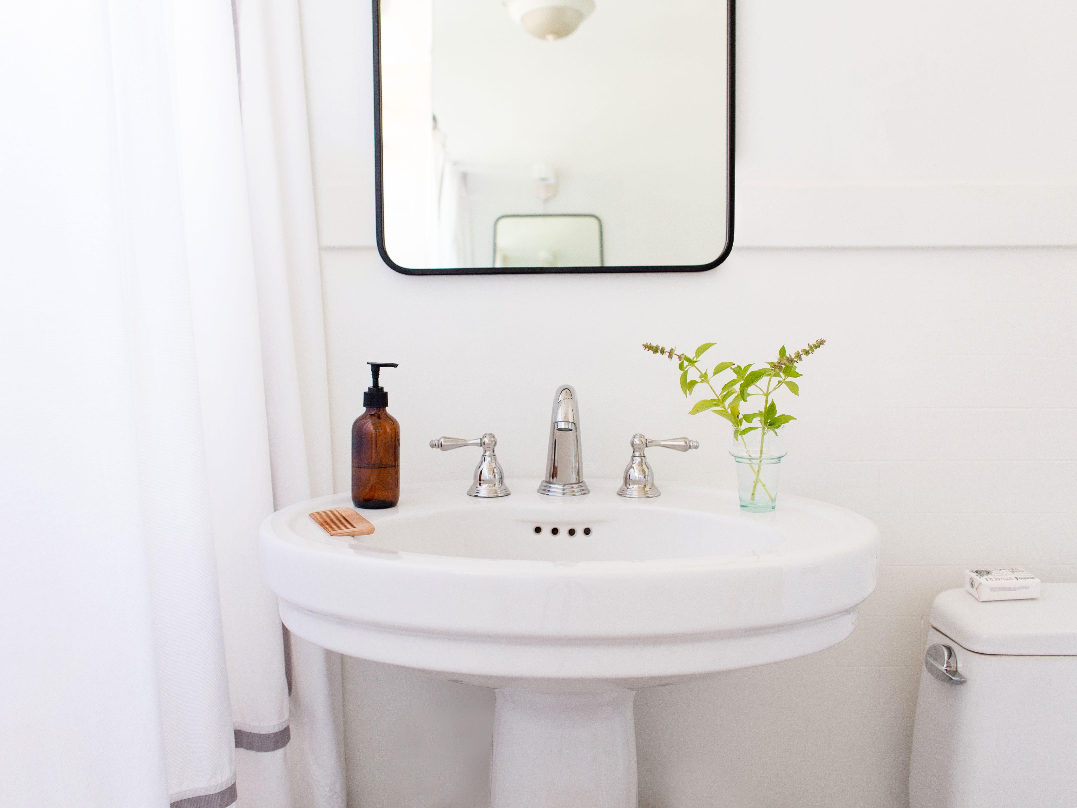 How To Make A Small Bathroom Look Bigger, Small Bathroom Appear Bigger