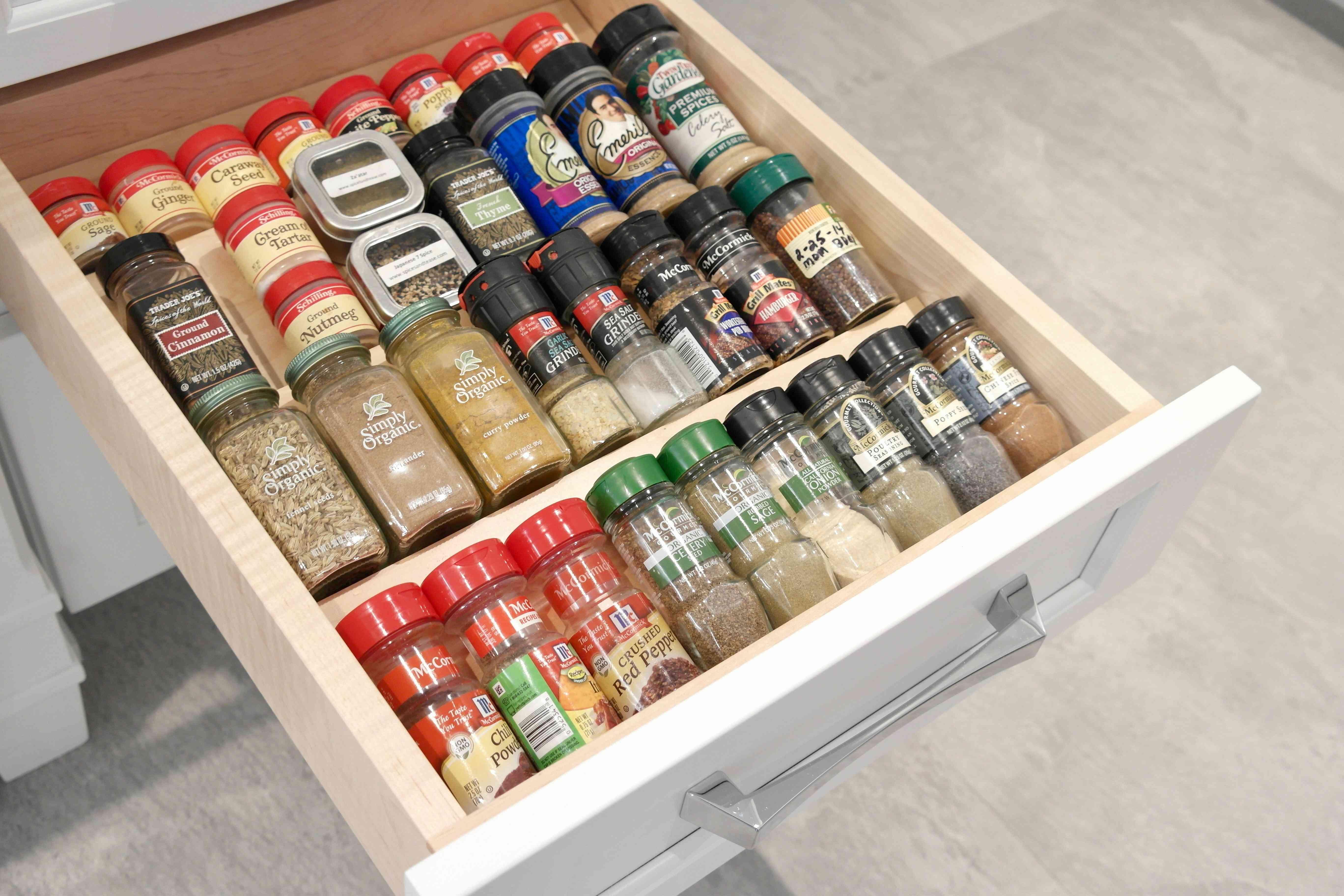 Cajón de especias organizado