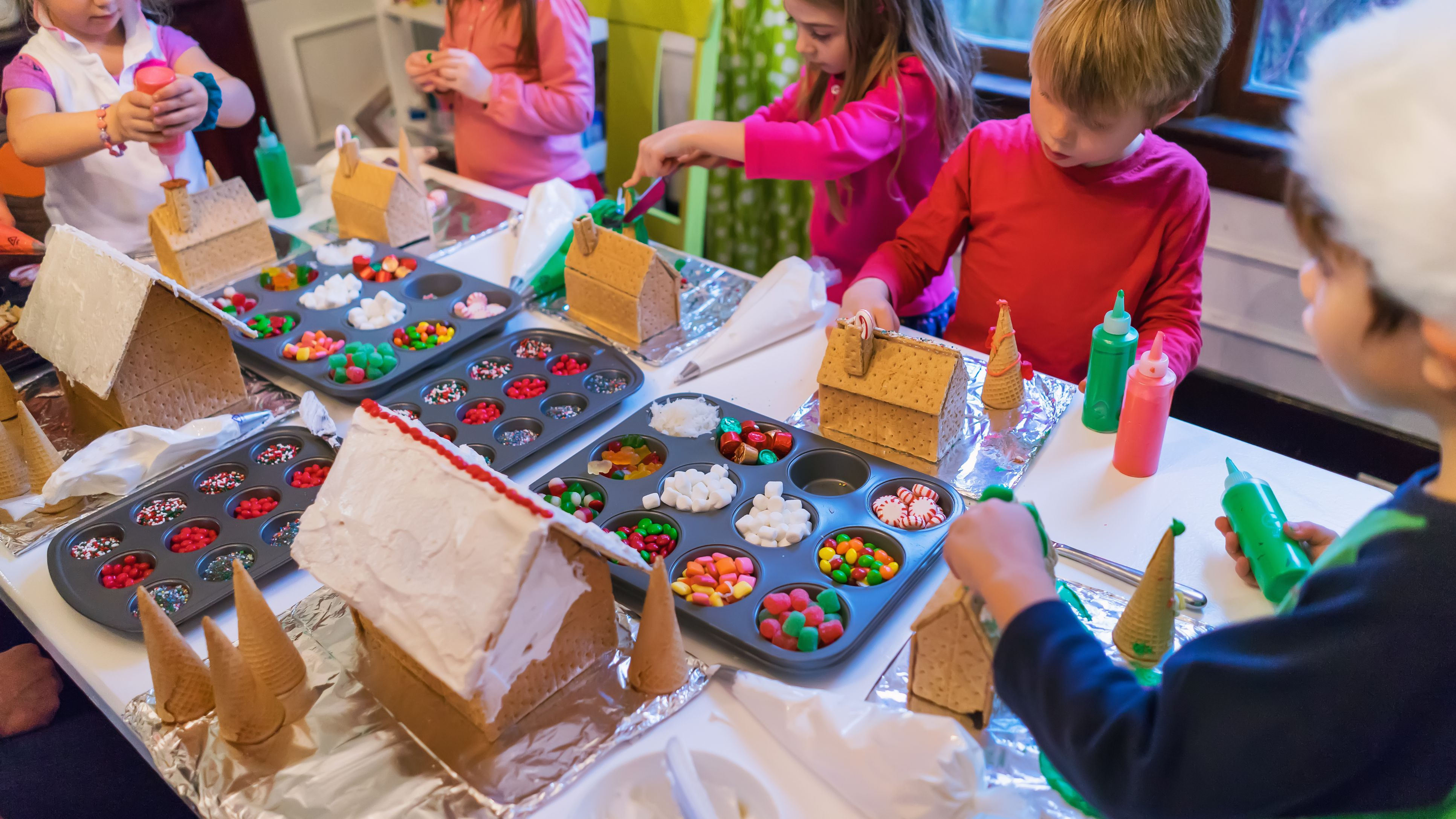6 Ideas For A Fun Gingerbread Decorating Party
