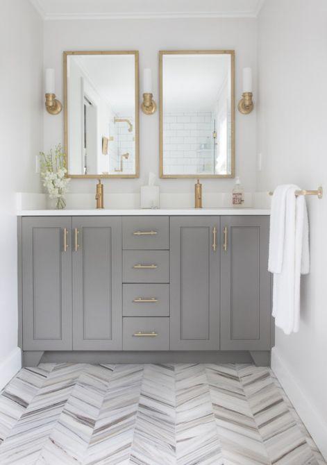 gold details in bathroom decor
