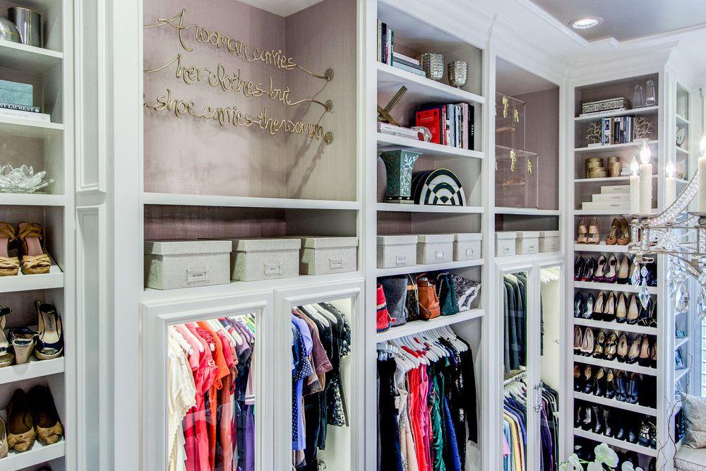 Example of a beautifully organized walk-in closet