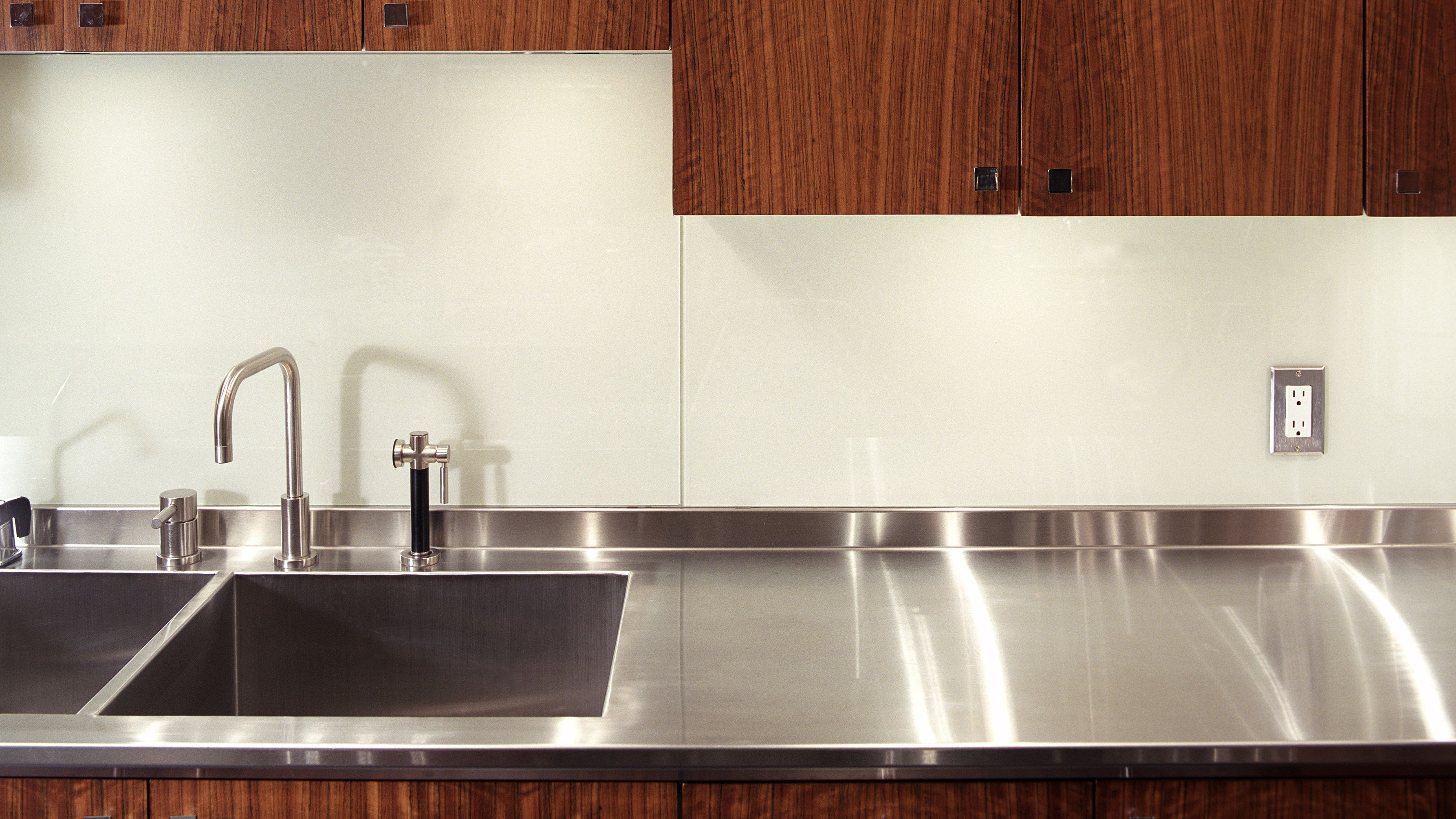 What Is The Best Under Cabinet Lighting