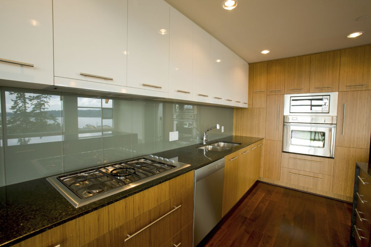Kitchen that uses white and wood