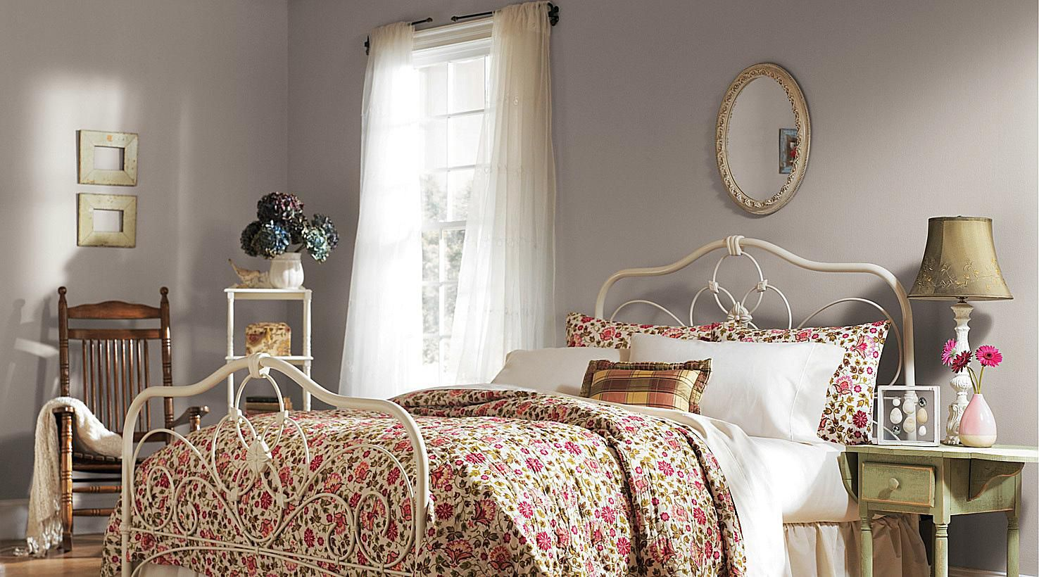 Paint Colors For Small Bedrooms: 13 Tranquil Paint Colors For Bedrooms