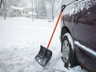 Waiting To Shovel Snow Until It Stops >> Snow Shoveling Tips For Clearing A Driveway