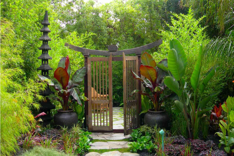 puerta de jardín asiática