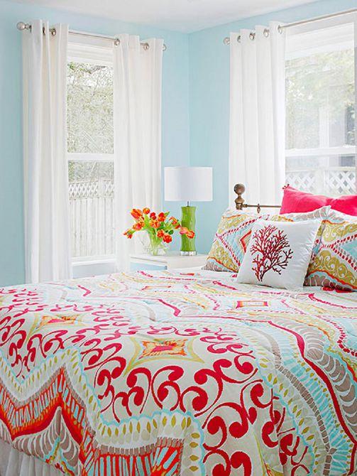 Dormitorio de azul y rojo