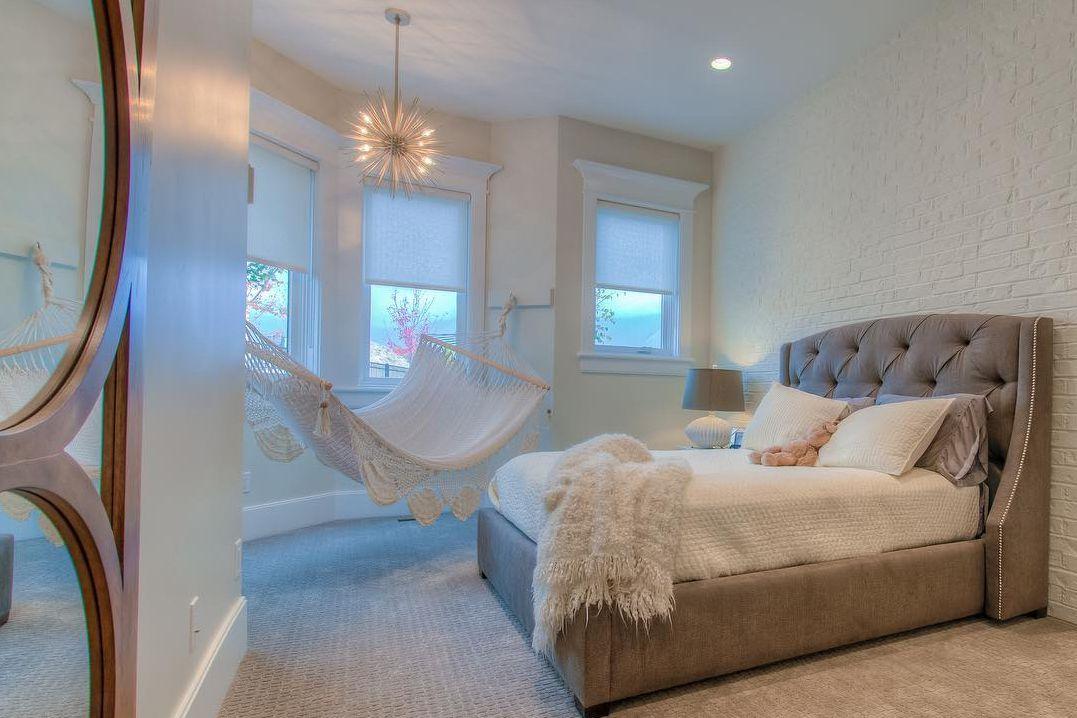 18 Bedroom nook hammock