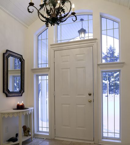 Decorating a Foyer – Essential Items to Include