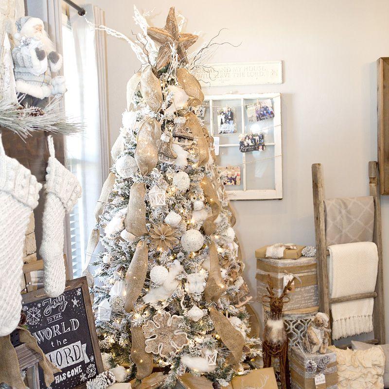 19 Creative Christmas Tree Themes