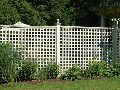 Noise Barriers - What Kind of Fence Blocks Road Sounds?