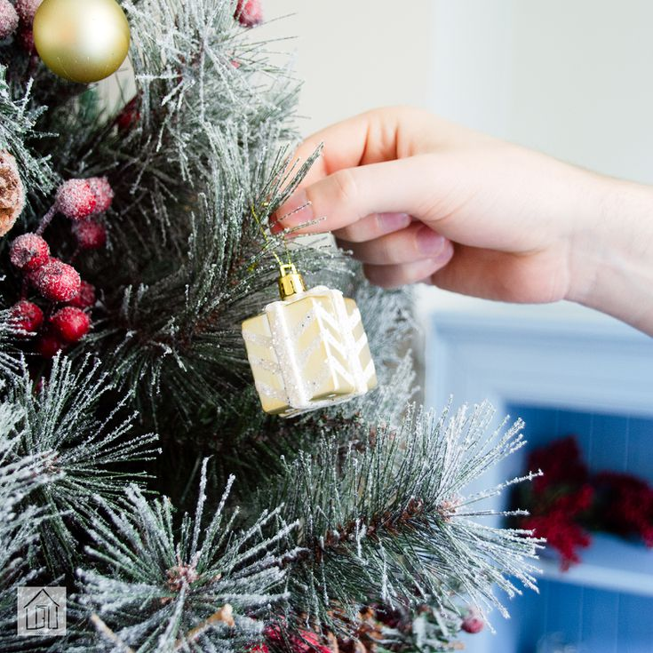 The Holiday Aisle Frosted Berry Green Pine Christmas Tree Review