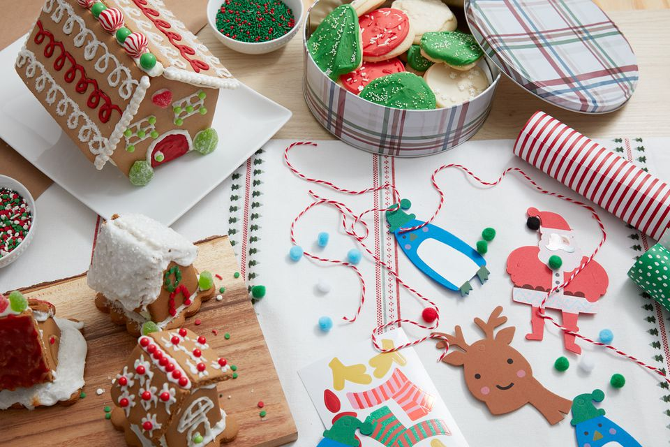 Kids Christmas party gingerbread houses and crafts