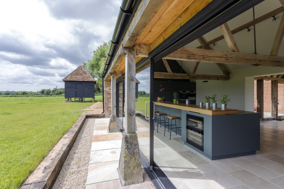 Outdoor Kitchen With Removable Nano Wall