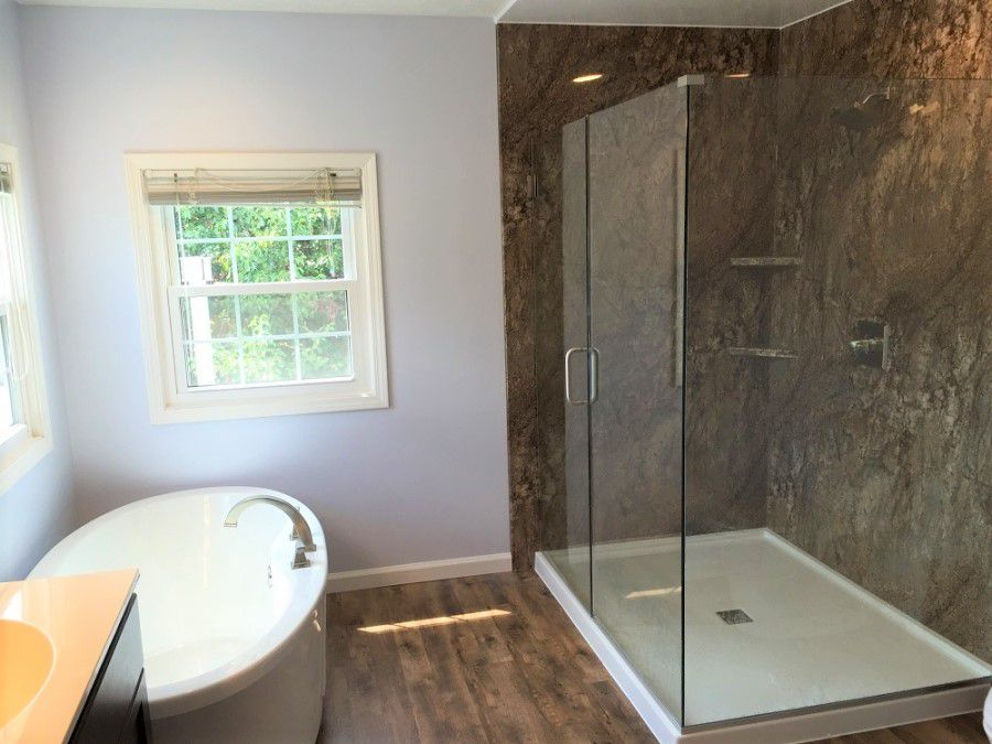 Peachy 11 Amazing Before And After Bathroom Remodels Download Free Architecture Designs Pushbritishbridgeorg