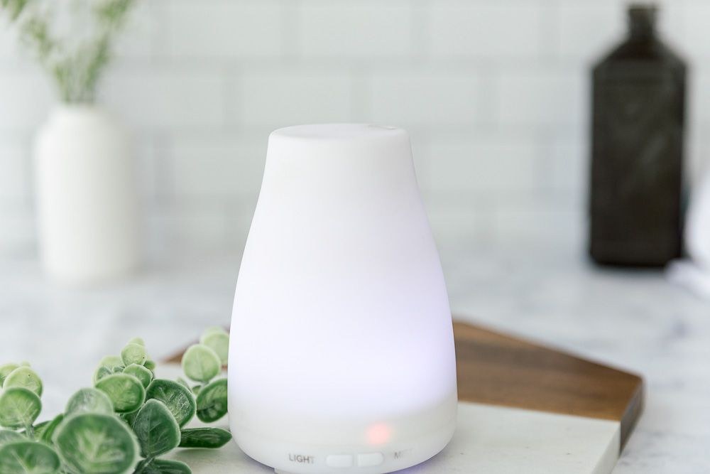 Clean humidifier with hydrogen peroxide solution
