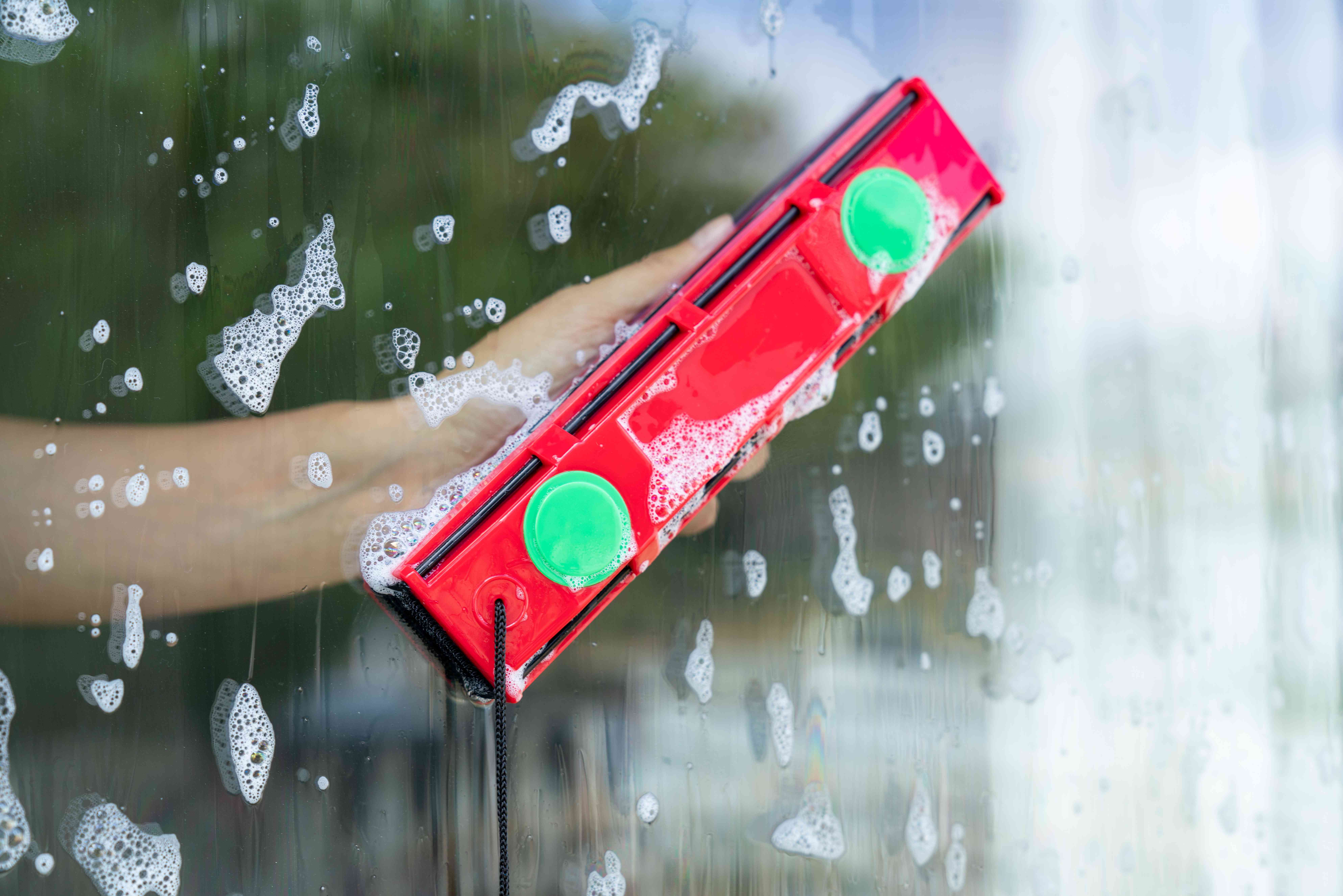 5 Ways To Clean Outside Windows Before Winter