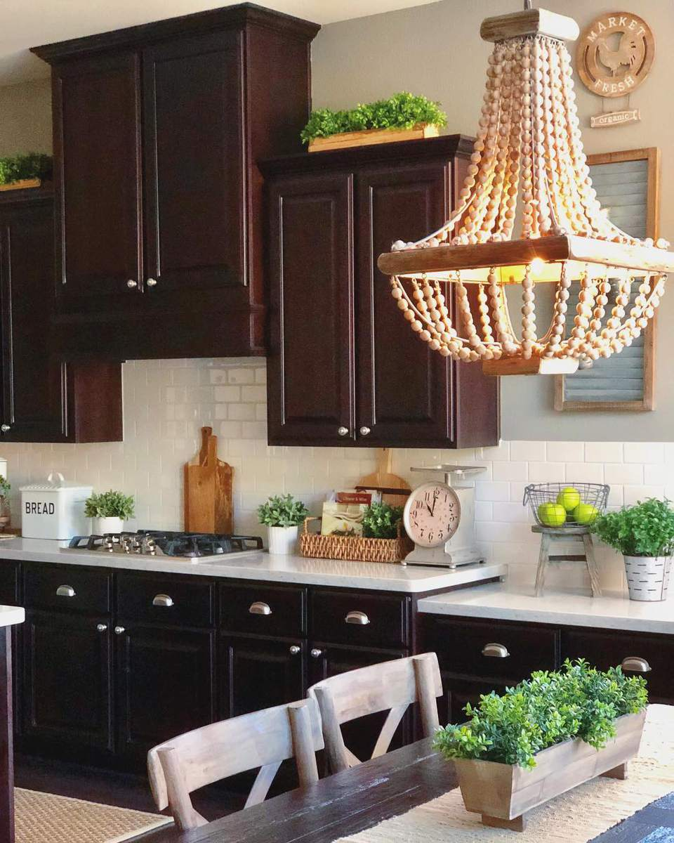 Decorating Space Above Kitchen Cabinets: 10 Ways To Decorate Above Your Kitchen Cabinets