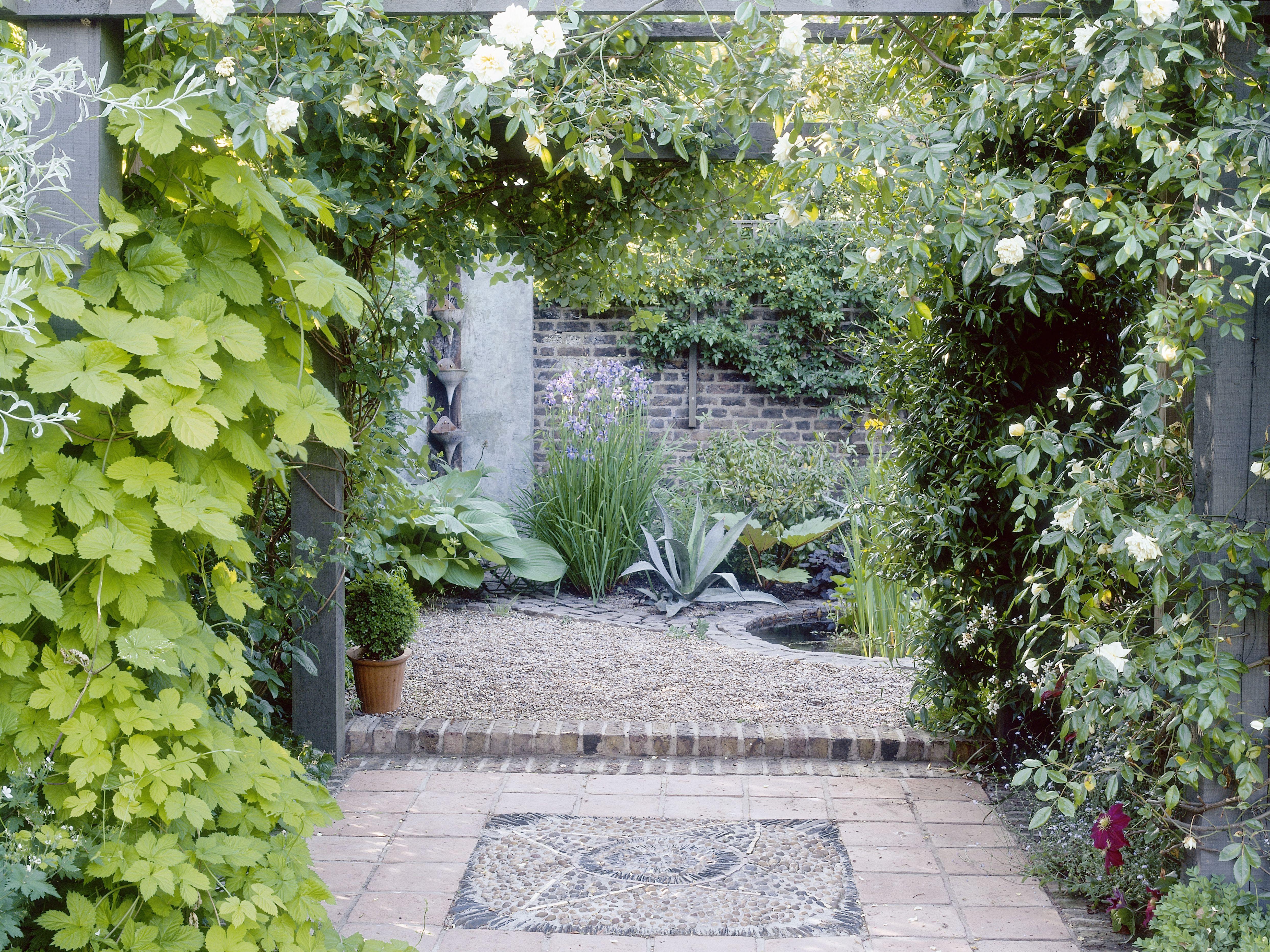 20 Courtyard Flower Garden Ideas