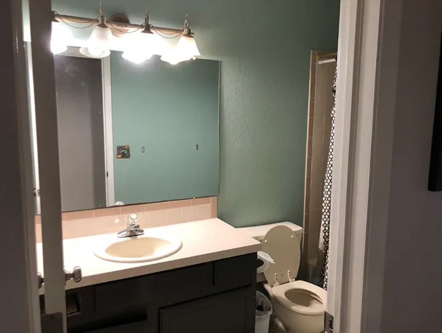 Dark and outdated full bathroom.