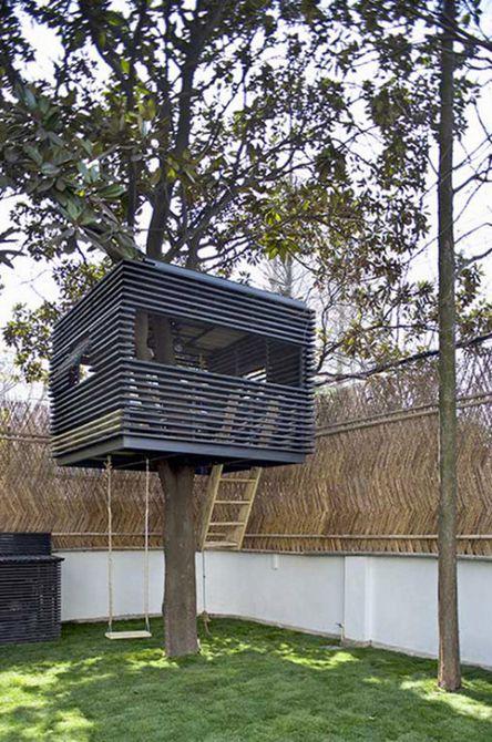 Casa del árbol contemporánea en cubo
