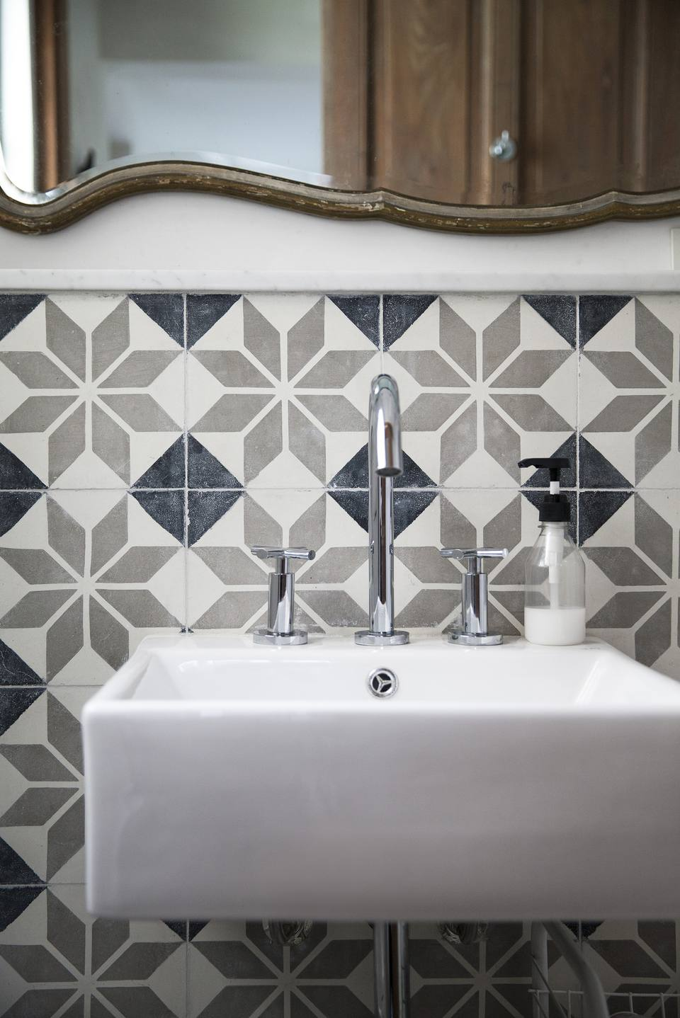 Bathroom Wall Tile: Porcelain Mosaic