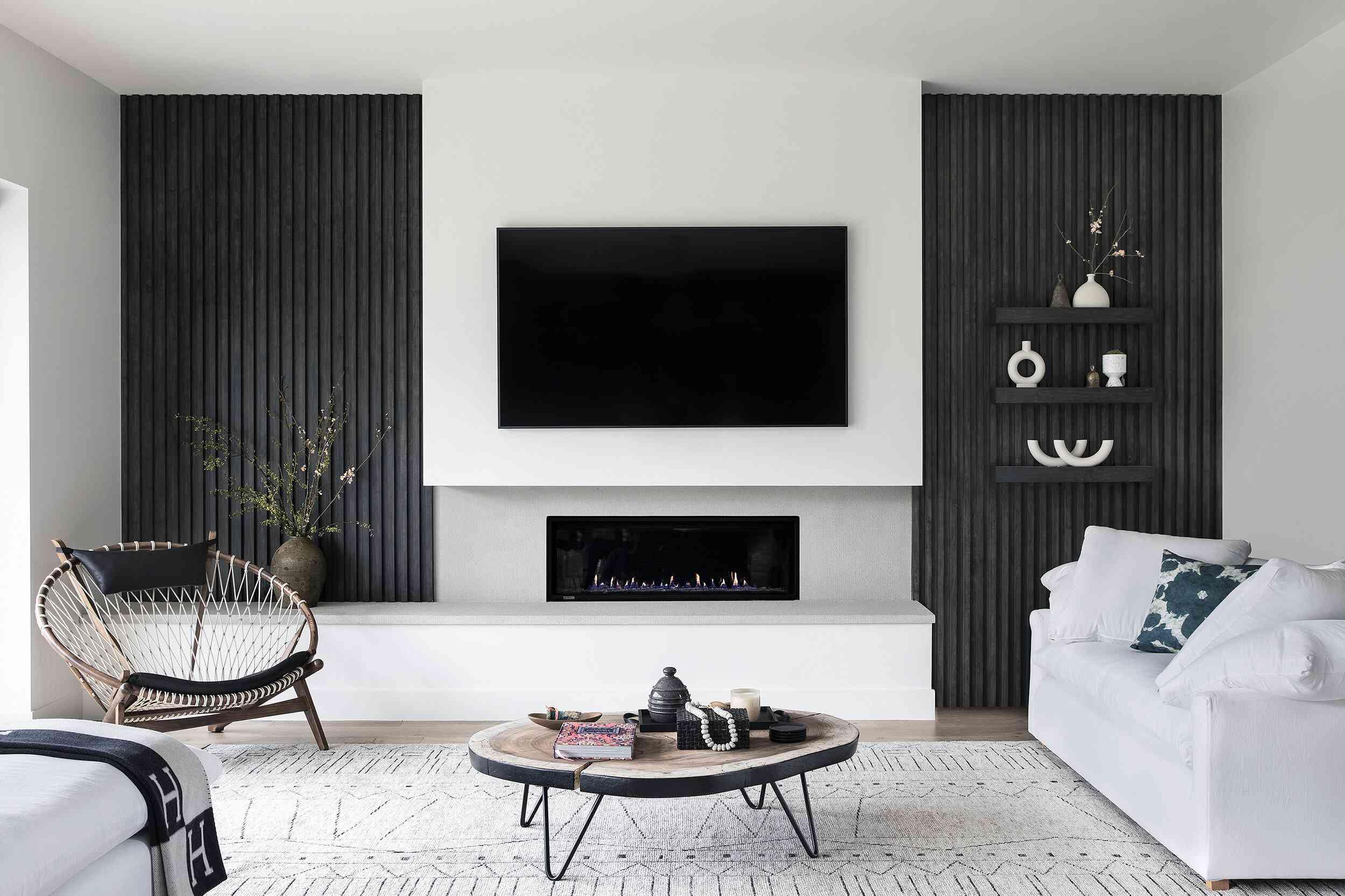 Chic, minimalist living room decor