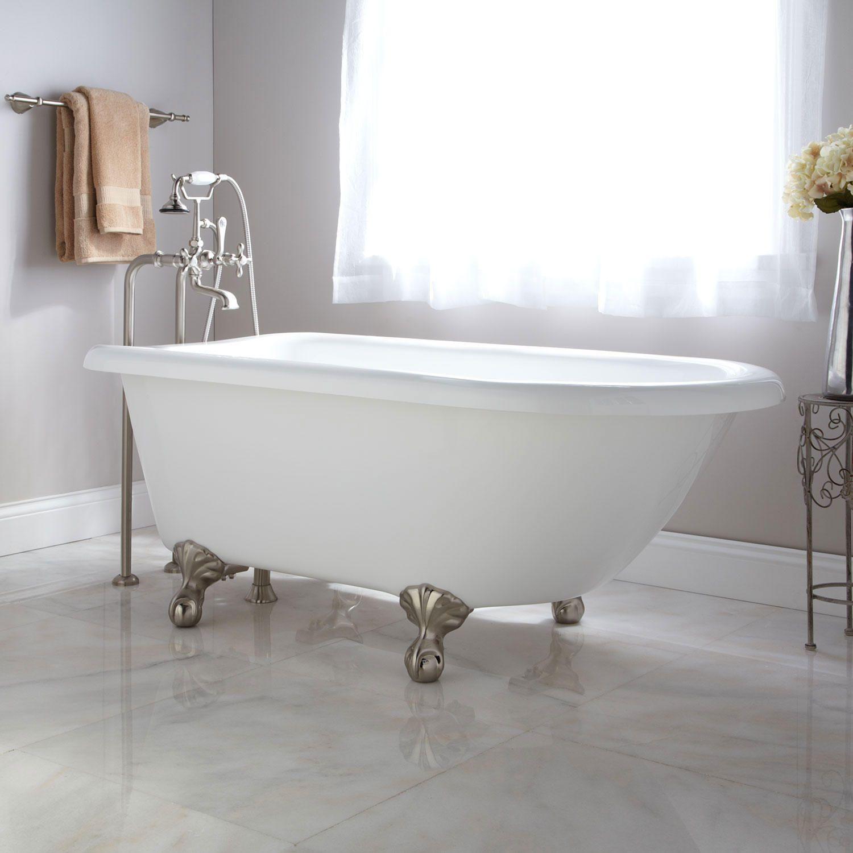 SH Rayne bañera con patas en un baño