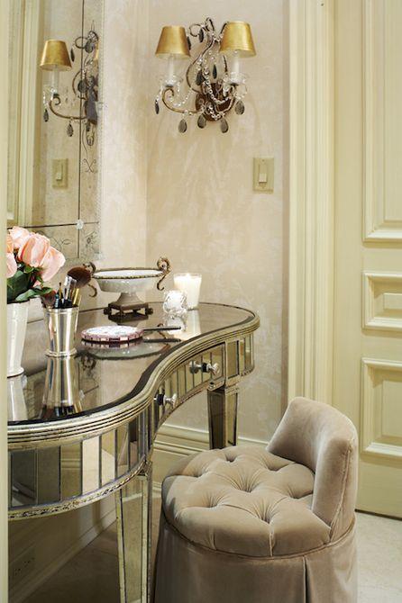 tocador de baño con espejo glamoroso