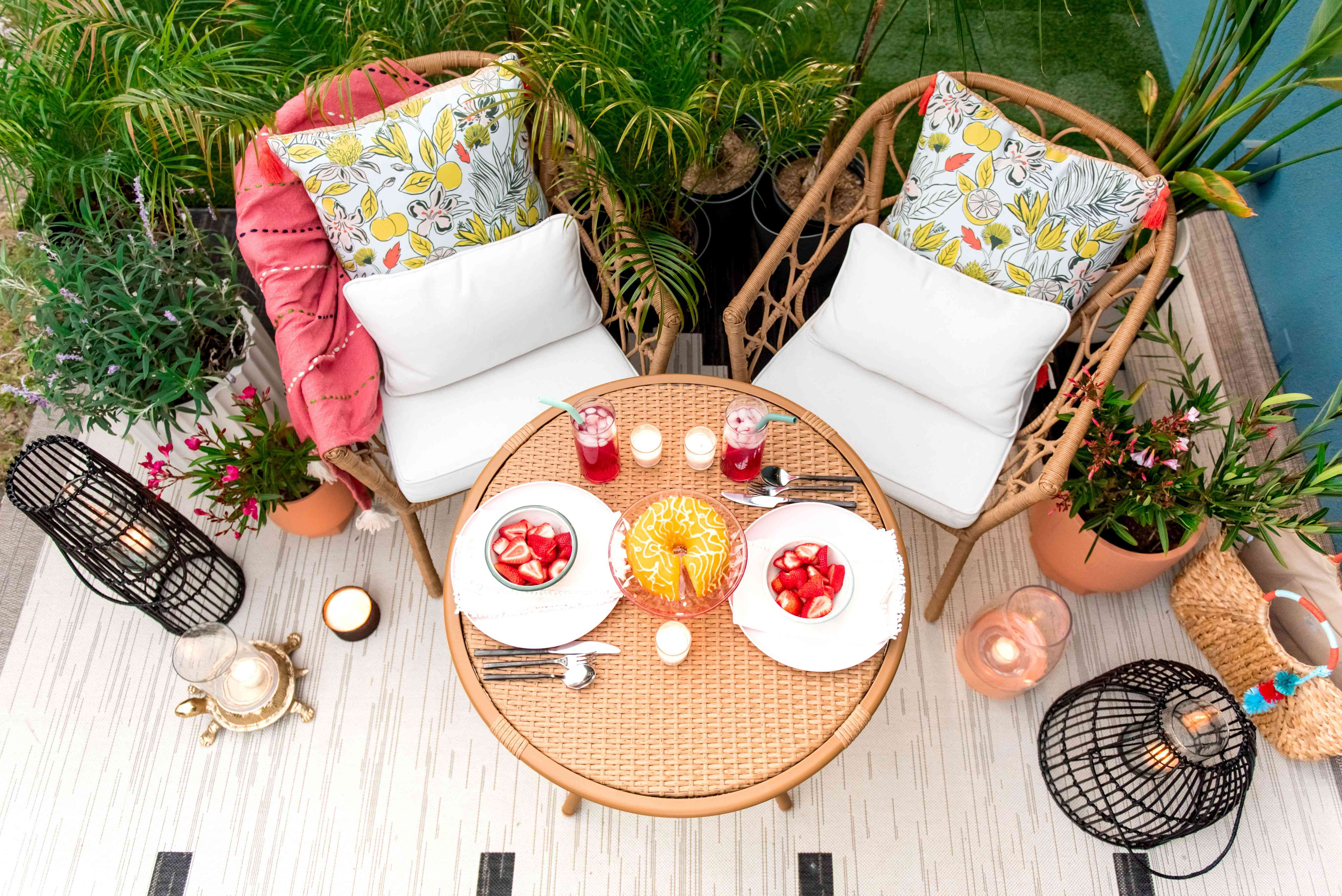 Weather-resistant pillows for outdoor dining set