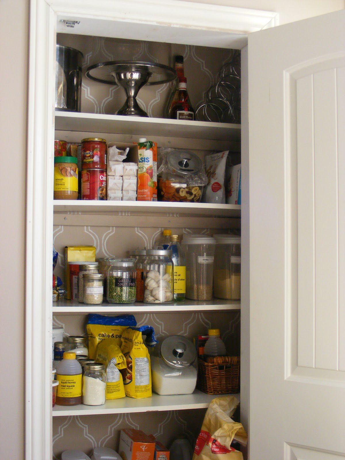 Organize Your Pantry With Simple and Inexpensive Ideas