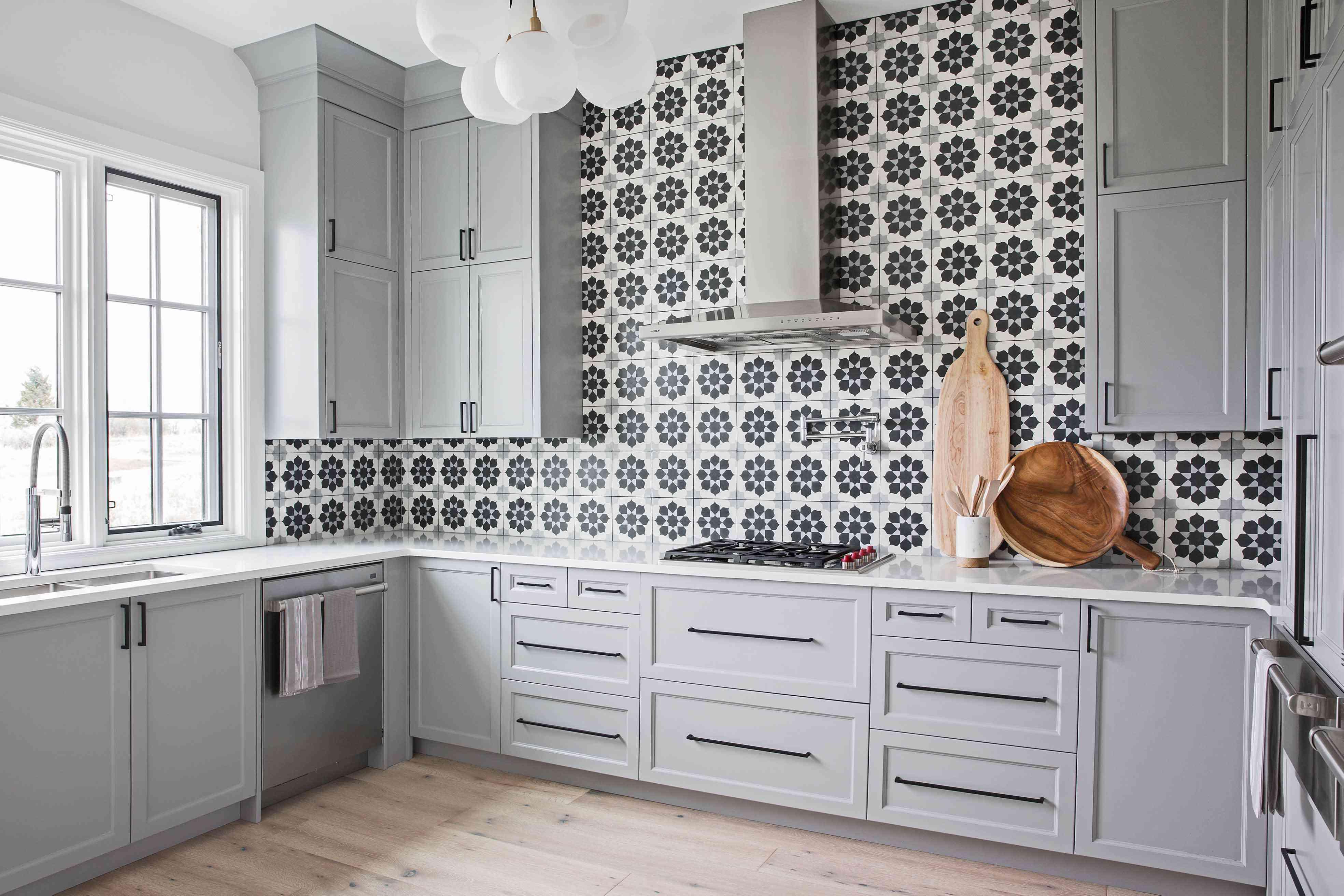 Graphic tile backsplash