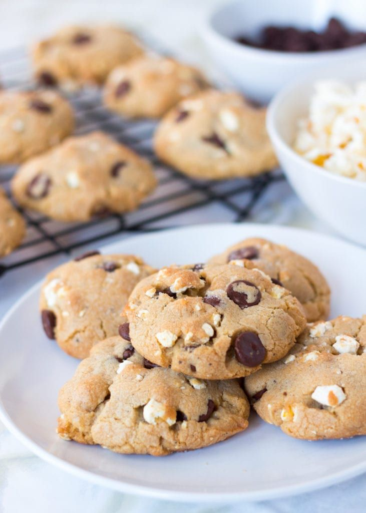 Cookies sitting on a plate