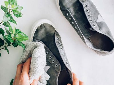 cleaning canvas shoes