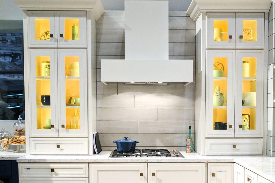 30 Amazing Design Ideas For A Kitchen Backsplash: 18 Trendy Kitchen Lighting Ideas